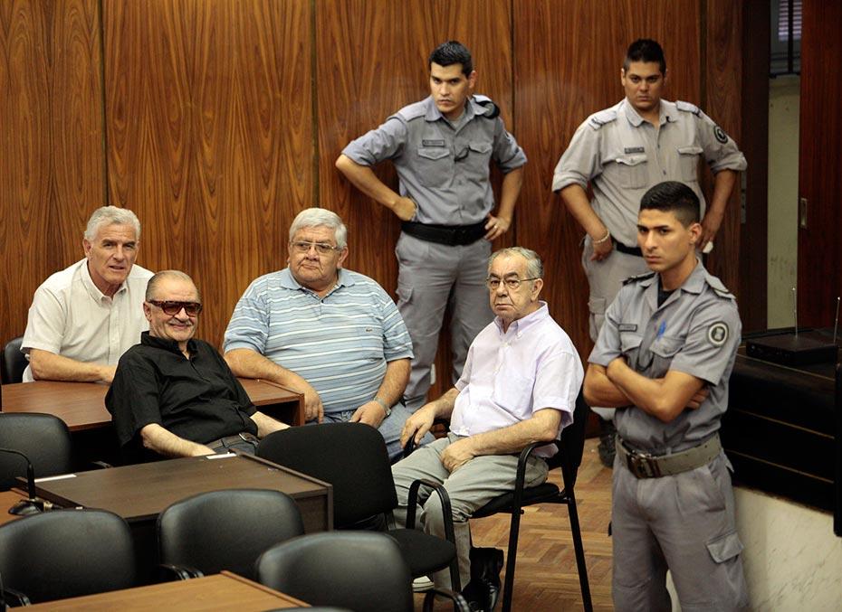 Musa Azar, ex jefe de la policiía santiagueña, actualmente detenido en la prisión de Ezeiza, durante la lectura de la sentencia del último juicio que se le hizo este año por crímenes durante la dictadura