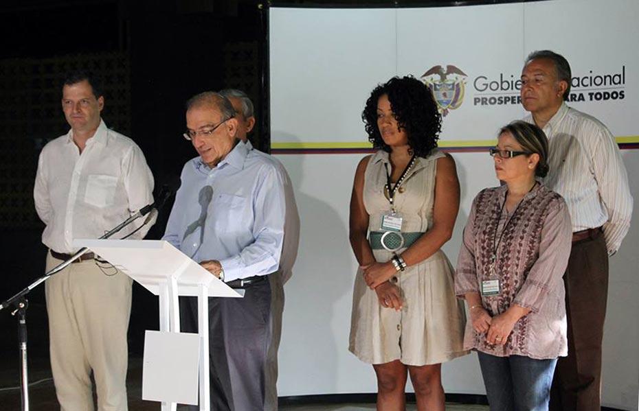 Miembros de la delegación del gobierno de Colombia en declaraciones de cierre del ciclo.