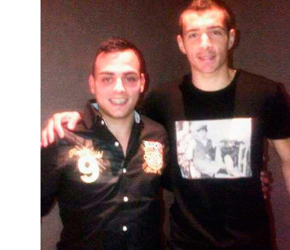 Gerardo Escobar, junto al futbolista Marco Ruben.