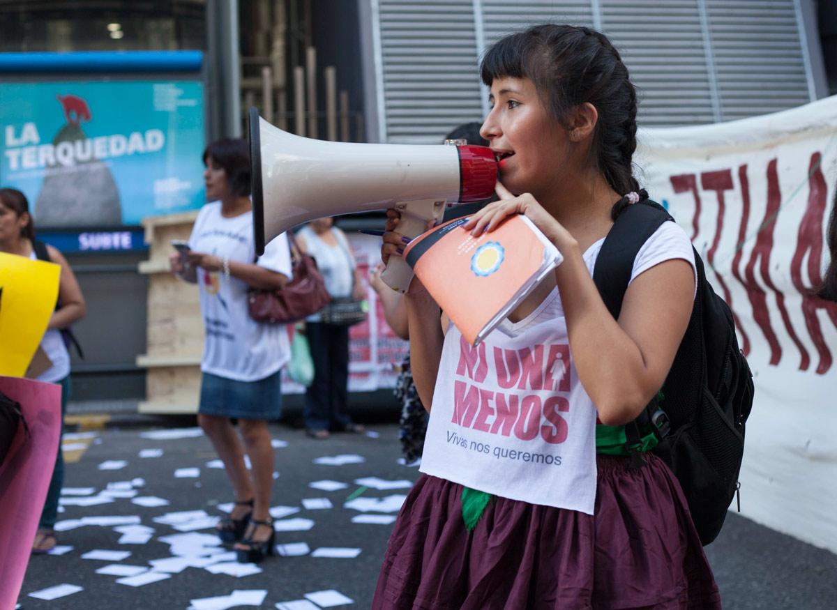 mujeres_migrantes_caja_03