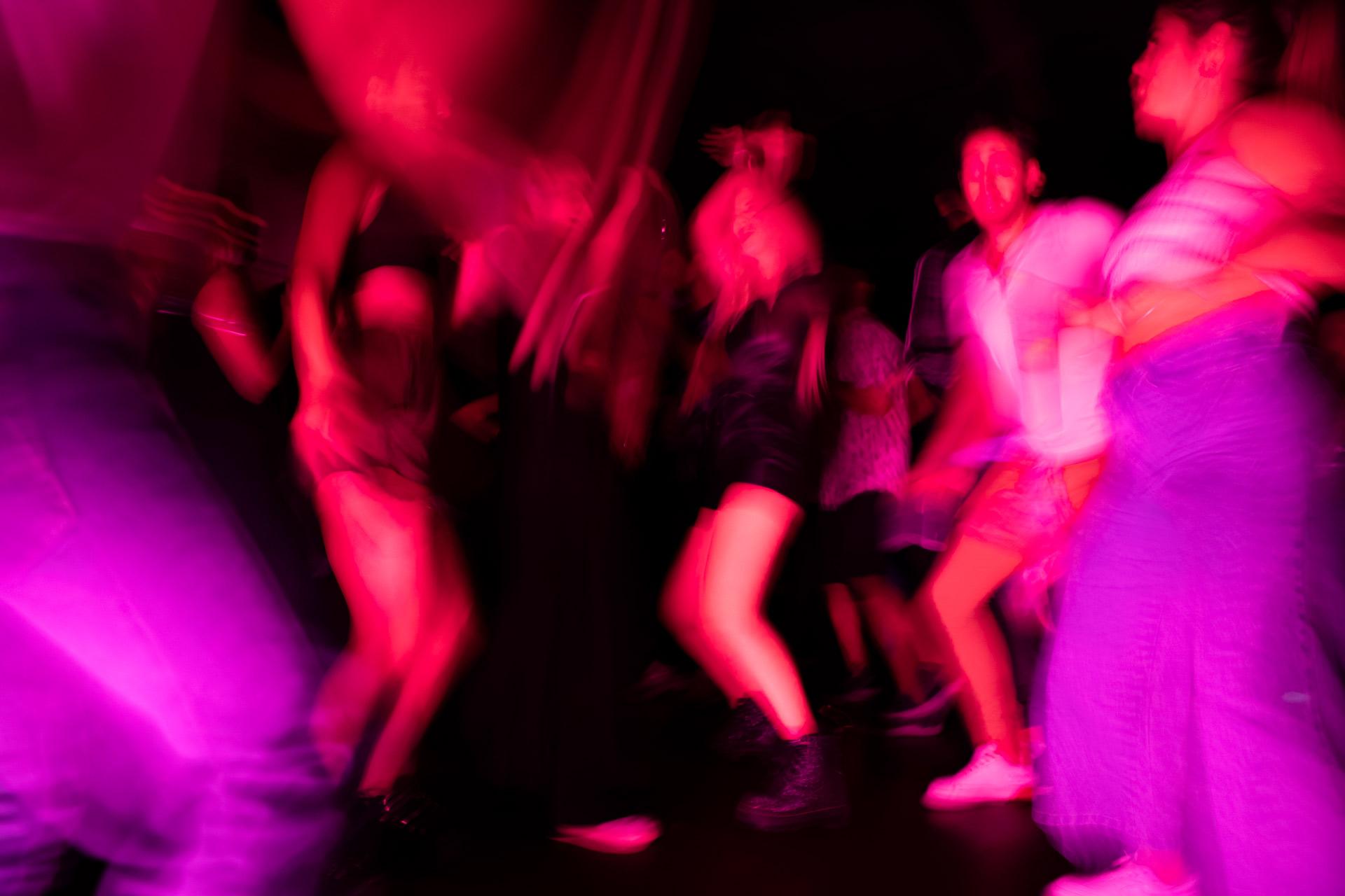 La extraña fiesta el contraste_01Port