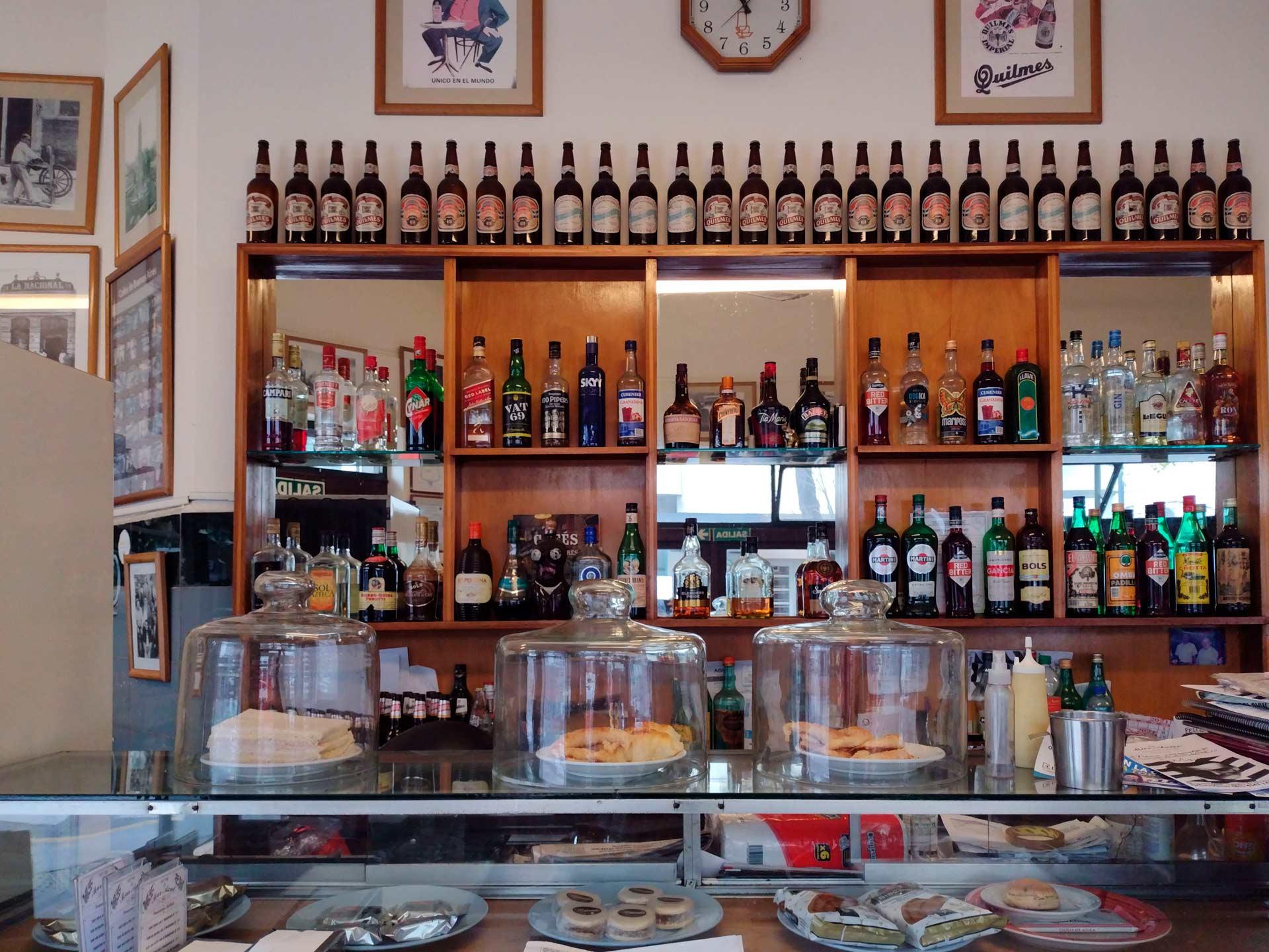 Buenos-Aires-es-un-bar-que-cerró_06 (1)